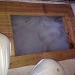 床下に充満する泡状薬剤